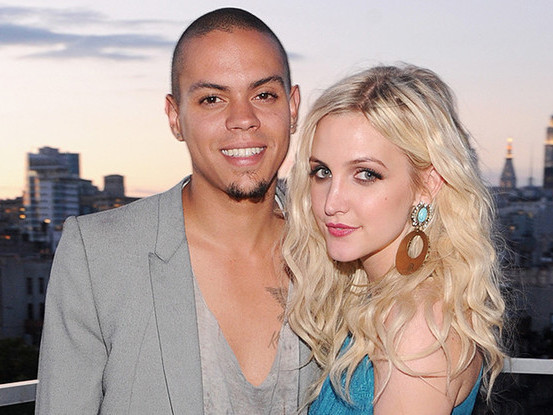 Ashlee Simpson and Evan Ross_SGweddingMall