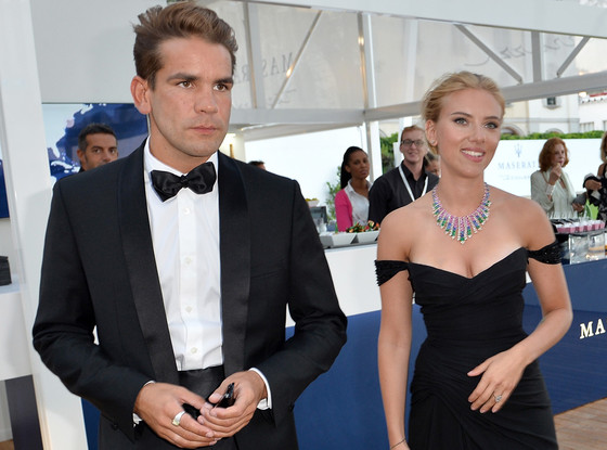 Scarlett Johansson and Romain Dauriac_SGweddingMall